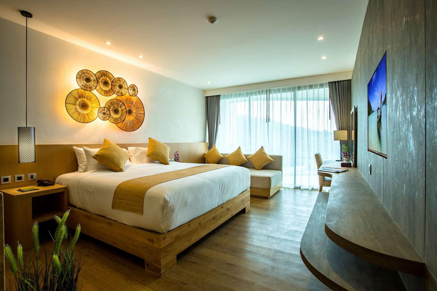Luxury Hotel In Patong Deluxe Room Crest Resort Amp Pool
